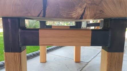 Coffee table with 2 bow-ties
